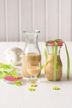 Domáci mandľový likér - obrázok 4 Beverages, Drinks, Preserving Food, Hurricane Glass, Preserves, Smoothie, Food And Drink, Cocktails, Homemade