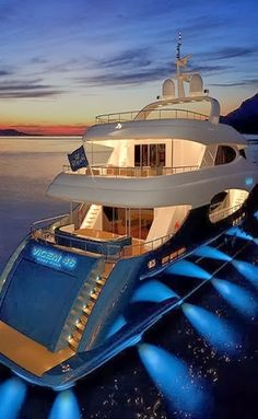 Looking for the perfect yacht interior design? Find my luxury yacht at themonsye… Looking for the perfect yacht interior? Join my luxury yacht themonsyeursjourn … Super Yachts, Yacht Luxury, Luxury Boats, Luxury Travel, Luxury Suv, Luxury Yacht Interior, Beach Paradise, Yachting Club, Bateau Yacht