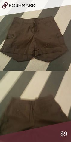 Khakis 6 brown cargo shorts size 6 worn once no rips tears or stains khakis Shorts Cargos