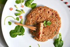 Galette de sarrasin, tomates séchées, oignons caramélisés, emmental & coriandre (kasha)