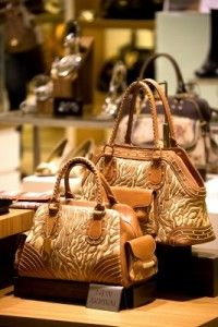 Read our new blog post and learn how to display handbags, shoes and other accessories in your retail store or boutique.