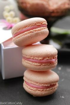 Mother's Day, macarons & mascarpone ice cream with berries and meringue Meringue, Mascarpone Ice Cream, Cookie Recipes, Dessert Recipes, Dinner Recipes, Rhubarb Desserts, Macaron Flavors, Valentines Food, How Sweet Eats