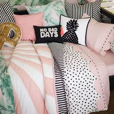Whether your style is simple or bold, Pottery Barn Teen's girls duvet covers will let your personality show. Find bold colored and printed duvet covers for twin, full, queen and king beds. Bedroom Sets, Girls Bedroom, Bedroom Decor, Bedroom Curtains, Girls Duvet Covers, Pink Room, House Beds, My New Room, Bed Pillows