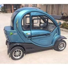 Green Transporter Q Pod 4 Wheel Electric Mobility Scooter - diy - Motorrad Electric Scooter, Electric Cars, Used Cars Movie, Mobility Aids, Mobility Scooters, Transportation Technology, Moped Scooter, Vespa Scooters, Third Wheel