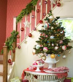 A Whole Bunch Of Christmas Staircase Decorating Ideas - Christmas Decorating - I like the simple single ornaments hanging and how they use the staircase for the stockings Merry Little Christmas, Christmas Love, Beautiful Christmas, Winter Christmas, Vintage Christmas, Christmas Crafts, Christmas Ornaments, Hanging Ornaments, Christmas Trees