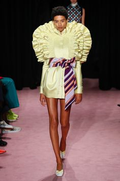 Viktor & Rolf Spring 2018 Couture Fashion Show Collection