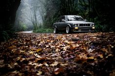 I am not generally crazy about E30s but I like this pic!