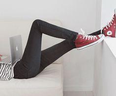 Fashion-style-perfect-converse-Mac-computer-love-beautiful-pretty-fashion-girl