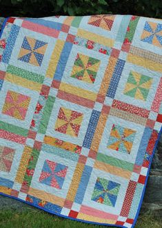 Baby clothes quilt pattern fat quarters New Ideas Lap Quilts, Jellyroll Quilts, Scrappy Quilts, Small Quilts, Quilt Blocks, Patchwork Quilting, Amish Quilts, Patch Quilt, Hand Quilting