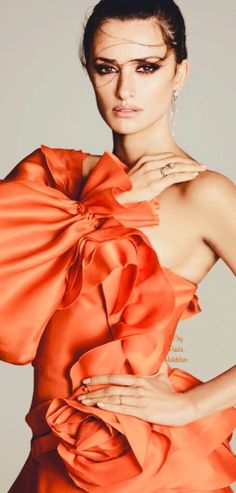 Orange Fashion, Coral Fashion, Gala Dresses, Evening Dresses, Orange Is The New, Gorgeous Women, Beautiful, Happy Colors, Pantone Color