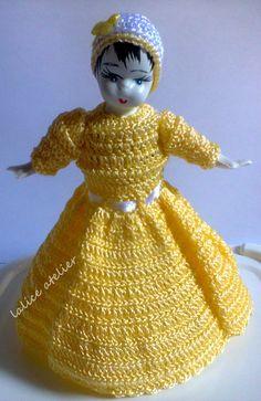 PRESENTE PARA MADRINHAS - Boneca Daisy em crochê e garrafa pet #presentemadrinha #lembrançamadrinha #bonecacrochê #casamento #boneca #crochê