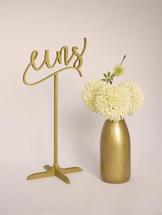 Frei stehende Tischnummern für Deine Hochzeit. Erhältlich in gold und silber bei www.weddingchic.de   #tischnummern #tablenumbers #hochzeitsdeko