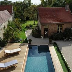 The pool's mobile terrace is open for swimming, water games or lounging by the poolside. Small Backyard Pools, Swimming Pools Backyard, Pool Decks, Indoor Outdoor, Outdoor Living, Outdoor Decor, Swimming Pool Architecture, Sarah's Garden, Back Gardens