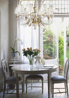Dramatic lighting for every room in your home Chippendale Chairs, French Apartment, Interior Styling, Interior Design, Sweet Home, Elegant Dining Room, Shabby, French Interior, Dream Rooms