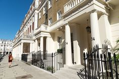 Location is as important - Knightsbridge & Belgravia continue to have huge appeal . British Architecture, London Architecture, London Townhouse, London House, Grand Terrace, Eaton Square, Beachfront House, London Property, Uk Homes