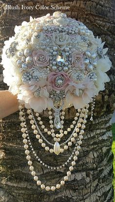 Flowers instead of brooches, simple pearls or perhaps flower vines for the cascade. Custom Cascade Style Brooch Bouquet This is a Custom Made in circumference, Broschen Bouquets, Dream Wedding, Wedding Day, Wedding Decor, Wedding Brooch Bouquets, Braut Make-up, Vintage Glam, Vintage Rhinestone, Vintage Style