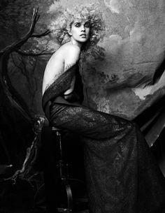 cool Julia Frauche encarna uma musa de Velásquez no editorial da Vogue Espanha Abril 2015 [Couture]