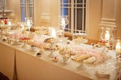 Table à dessert de mariage - chargés de goodies. Photographie par stepanvrzala.net