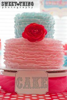 What a beautiful ruffle cake! #cake #ruffle #gorgeous