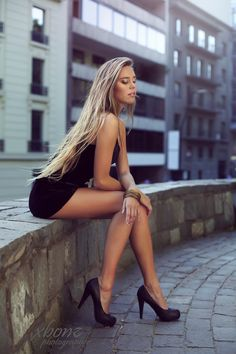 i LOVE THIS POSE - I WOULD CHANGE SHOES TO A CLASSIC PUMP, WHICH I FIND TIMELESS AND MORE ELEGANT THAN THE PLATFORMS. JUST POINT THE TOES. trautmans-legs