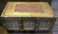 Mnma,_portable_altar_from_north_france,_1100_ca..JPG (1945×1134)