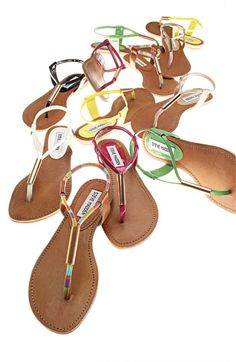 shoes Love the shoes! The Steve Madden Hamil Sandal Shoes Cute Sandals, Cute Shoes, Flip Flop Sandals, Me Too Shoes, Shoes Sandals, Simple Sandals, Flip Flops, Mickeal Kors, All About Shoes