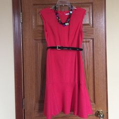 "Coral dress Sleeveless Liz Claiborne dress with back zip and slight flare at bottom. 22"" from waist to hem. Very flattering fit. Belt included, necklace NOT included. Worn once. CORAL in color. Smoke-free home. Machine wash. Liz Claiborne Dresses Midi"