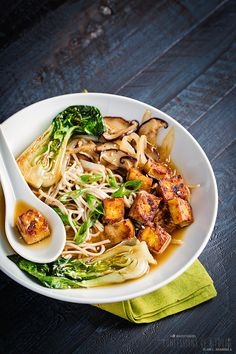 Confessions of a Foodie: Soba Noodles with Baby Bok Choy, Shitake and Spicy Tofu { #Vegan #MeatlessMonday }
