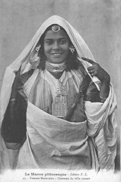 Africa | Woman from the city.  Morocco || Scanned vintage postcard; published by F.L.