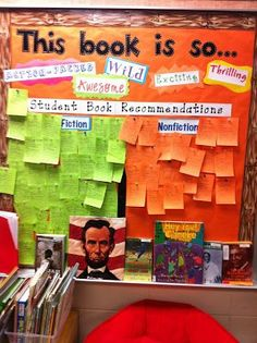 Display and book recommendations. Classroom Library Organization and bulletin board Library Organization, Library Ideas, Class Library, Library Themes, Library Skills, School Classroom, Classroom Libraries, Classroom Ideas, Book Corner Classroom