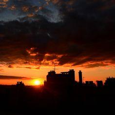 #paris #sunsets #instasky #instasunsets #milenaguideparis #parissky #parissunset #paris #mysky #myparis #sunset #coucherdesoleil #ciel #sky #nuages