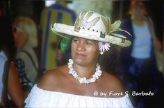 https://flic.kr/p/4khD4o   Saintes-Maries-de-la-Mer [F], 2000, il pellegrinaggio dei Gitani.   Wikipedia:  Saintes-Maries-de-la-Mer Wikipedia: Pèlerinage aux Saintes-Maries-de-la-Mer. Wikipedia: Sara la noire.