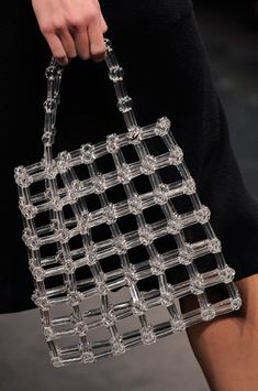 Anteprima at Milan Fashion Week Spring 2014 Anteprima Spring 2014 - Details Very witty-like the purse idea Beaded Purses, Beaded Bags, My Bags, Purses And Bags, Easy Style, 2 Logo, Summer Bags, Fashion Bags, Milan Fashion