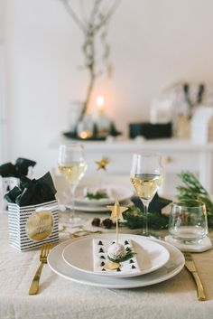 Inspiration: Scandinavian Christmas table decoration - Miss Modern Christmas, Scandinavian Christmas, Christmas Photos, Christmas Brunch, Christmas Time, Xmas, Holiday, Christmas Table Decorations, Decoration Table