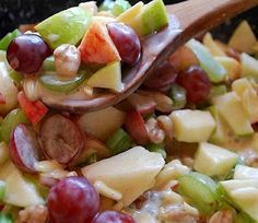 Crunchy Apple & Grape Salad Recipe ~ Apples & grapes teamed up with crunchy almonds and walnuts, mixed with a cinnamon-y yogurt sauce. This is one great salad!crunch apple and grape salad Fruit Recipes, New Recipes, Salad Recipes, Cooking Recipes, Favorite Recipes, Recipes Dinner, Drink Recipes, Easy Recipes, Health Desserts