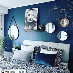 Getting the Best Bedroom Paint Colors &; pecansthomedecor Getting the Best Bedroom Paint Colors &; Living Room Green, Living Room Decor, Blue Room Decor, Living Rooms, Blue Master Bedroom, Navy Bedroom Walls, Navy Blue Bedrooms, Navy Bedroom Decor, Navy Walls