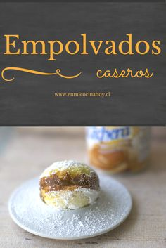 Los empolvados chilenos son delicados bizcochos rellenos con manjar y… Chilean Recipes, Chilean Food, Donuts, English Food, Latin Food, Dessert Recipes, Desserts, No Bake Cake, Sweet Recipes