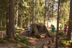 In der Natur unterwegs: Moorlandschaft für Kinder und Erwachsene - Erdhaus im Mooraculum