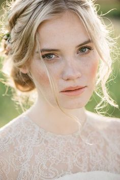 28 Neutral Wedding Makeup Ideas | HappyWedd.com #PinoftheDay #neutral #wedding…