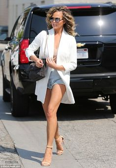 August 25, 2016 - Chrissy Teigen leaving Meche Salon in West Hollywood - 1~88 - Chrissy Teigen Archive - Part of ChrissyTeigen.org