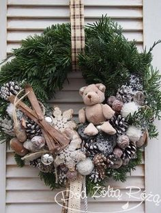 50 Simple Yet Pretty DIY Christmas Wreath Ideas For The Coming Holiday - Page 25 of 50 - Chic Hostess Christmas Mood, Noel Christmas, Christmas Crafts, Christmas Ornaments, Christmas Candles, Xmas Wreaths, Deco Floral, Diy Wreath, Wreath Ideas