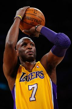 Lamar Odom signs two-month contract with Spanish basketball club Baskonia. Good for him, it's a start at least :)