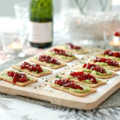 Toasted avocado and caramelized peppers No Cook Appetizers, Finger Food Appetizers, Tostadas, Brie, Madrid Food, Fingerfood Party, Party Finger Foods, Food Platters, Food Tasting