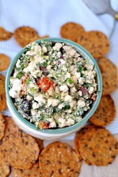 The perfect summer appetizer is here in the form of a delicious Mediterranean Feta Salsa: a perfect blend of feta, sun dried tomatoes, olives and herbs. Appetizer Dips, Yummy Appetizers, Appetizers For Party, Appetizer Recipes, Dip Recipes, Unique Recipes, Ethnic Recipes, Homemade Salsa, Mediterranean Dishes