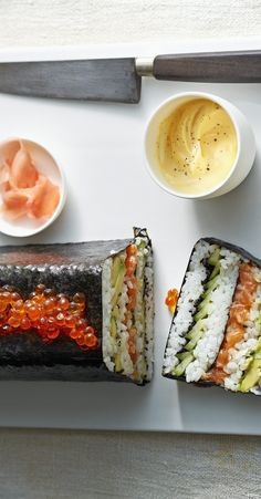 sushiterrine met zalm Sushi Cake, Sushi Party, Sushi Recipes, Cooking Recipes, Healthy Recipes, Sushi Platter, Fingerfood Party, Best Party Food, Tasty
