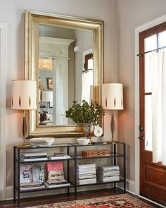 Oversized Mirror in narrow entry hallway .Stylist Natalie Nassar's Atlanta home has a narrow entry that she's outfitted with a narrow entry console and an oversized mirror Design Entrée, Flur Design, House Design, Design Table, Cheap Home Decor, Diy Home Decor, Decor Interior Design, Interior Decorating, Apartment Entrance