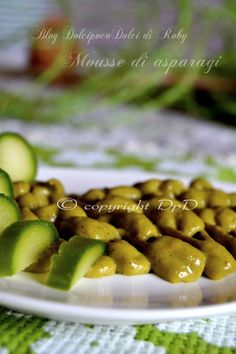 Mousse di asparagi è una crema salata densa e ricca di proprietà benefiche! RicettaFacile e veloce! Ottima su crostoni di pane come antipasto, come condimento per un primo oppure per arricchire un secondo. QUI la Ricetta: http://blog.giallozafferano.it/dolcipocodolci/mousse-asparagi/