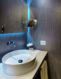 Laminam slim gres for bathroom use Crossville Tile, Tile Countertops, Outdoor Settings, Division, Sink, Indoor, Ceramics, Powder Rooms, Flooring