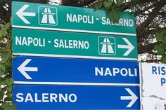 31 Insane Road Signs That Make No Sense Whatsoever (Slide - Offbeat Funny Signs, Funny Memes, Jokes, Driving In Italy, Most Viral Videos, Italy Tours, Just Smile, Cheer Up, Funny Photos