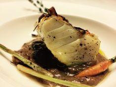 Bacalao a 60º sobre lecho de ajos negros Chef Dishes, Sushi Recipes, Sous Vide, Bon Appetit, Seafood, Food And Drink, Pork, Fish, Meals
